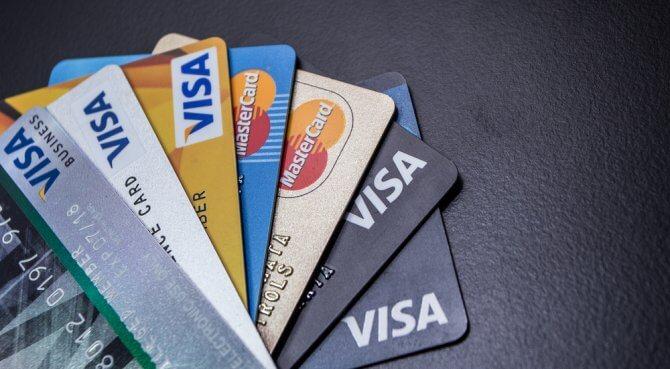 Et samlelån kan være billigere enn å betale ned på kortgjelden direkte.